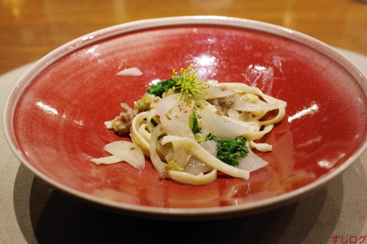 草片イノシシのサルシッチャのフェトチーネ