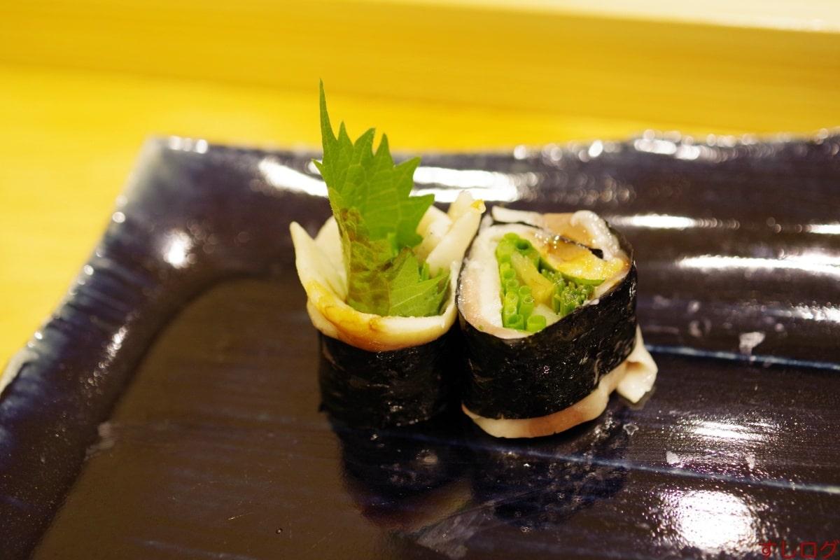 鮨北條鰯と薬味の海苔巻き