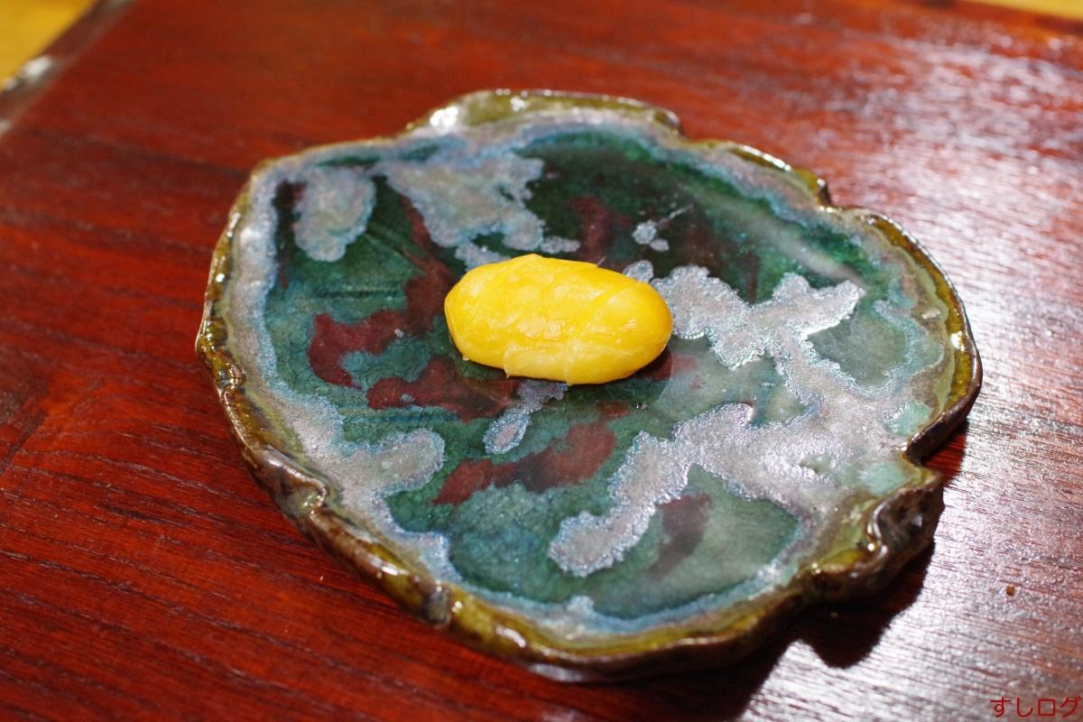 イラブーの卵の燻製