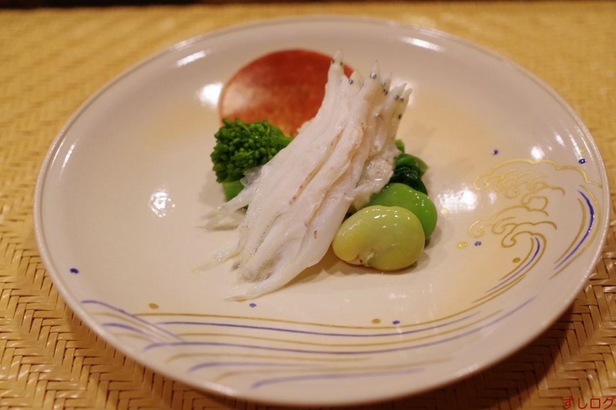 仙八白魚の桜蒸し、菜の花、空豆