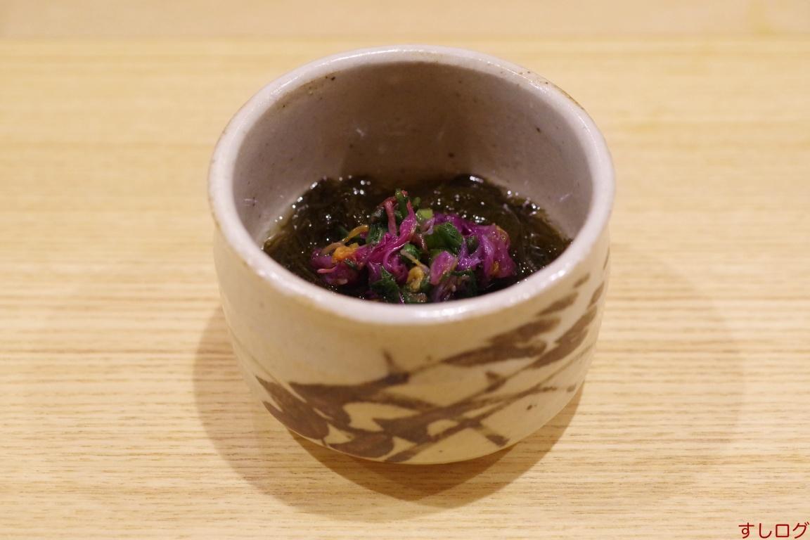 岩もずくと食用菊の酢の物
